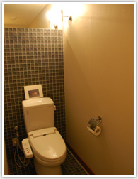 トイレのような狭い空間はライトの位置1つで変わるので非常に大切です。